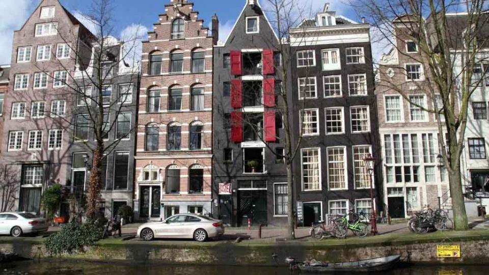 """Cannabis Urlaub """"International Budget Hostel City Center""""Wenn du eine gute & günstige Unterkunft für deine Cannabis Trip in Amsterdam suchst, dann bist du im International Budget Hostel City Center herzlich Willkommen.https://www.cannabisurlaub.com/hotelangebote/international-budget-hostel"""